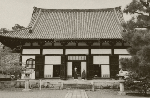At Kurodani Temple.  Okazaki.  Kyoto.  2004.