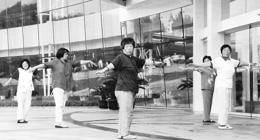 Morning Tai Chi.  Anshan, China.  July 2005.